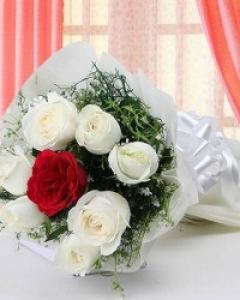 6 white & 1 red roses bunch