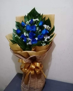 ##12 blue roses