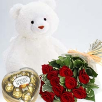 A bear, roses and Ferrero